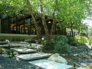 Doud/Connor Residence; Architect, Robert Greene (Apprentice to Frank Lloyd Wright); Designer, Habachy Designs - 2010 Modern Atlanta Home Tour